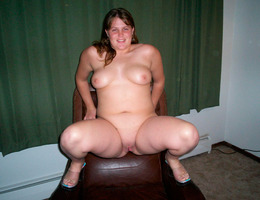 Chubby but cute gall Image 9
