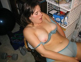 Chubby babe posing on her bed set Image 7