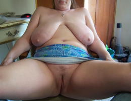 Amateur chubby bitch set Image 1