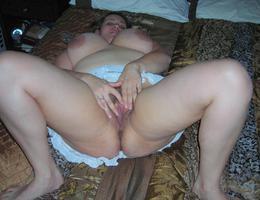 Nice chubby amat milf set Image 1