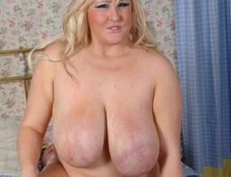 Very sexy BBW with huge tits pics Image 5