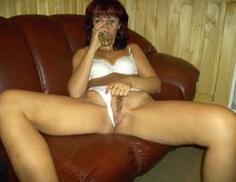 Nice amat milf show her body gellery Image 2