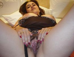 Sexy curvy milf gelery Image 9