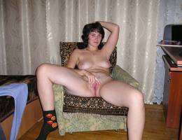 Beautiful chubby amateur MILF gallery Image 1