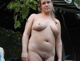 Sexy chubby blonde cutie ahare her private photos galery Image 1