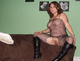 Sexy chubby blonde lady ahare her private photos galery Image 1