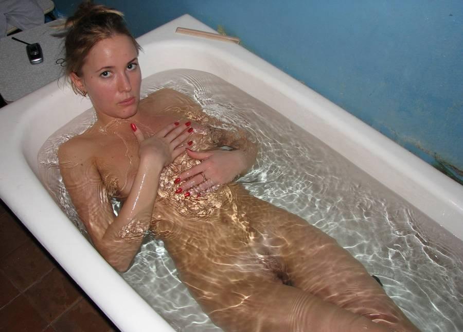 русская голая в ванной фото