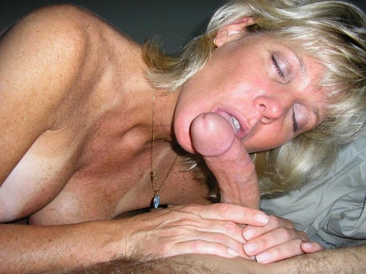 Фото порно зрелые миньет, Зрелые мамашки в чулках позируют голыми и любят 9 фотография