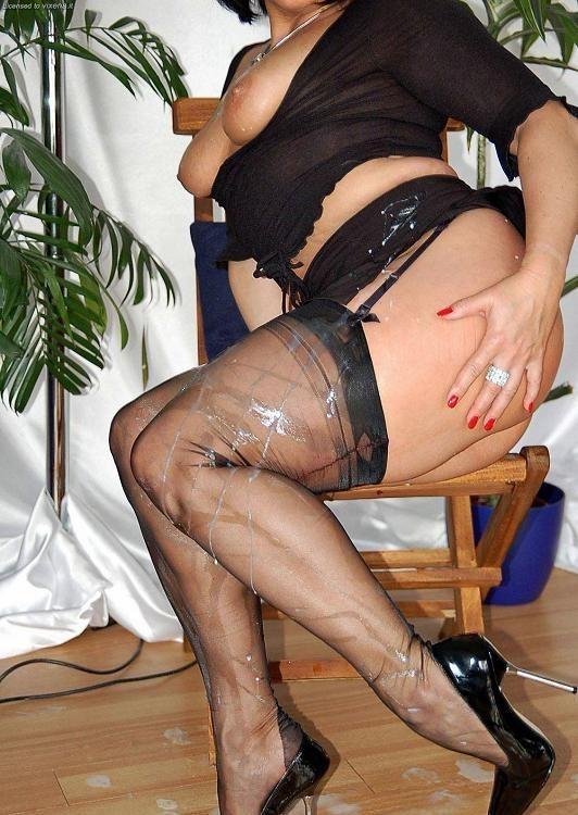 Порно жена в чулках и в сперме прелестная