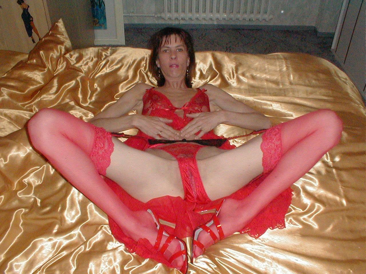 http://pbs-2.adult-empire.com/85/8570/028/pic/3.jpg