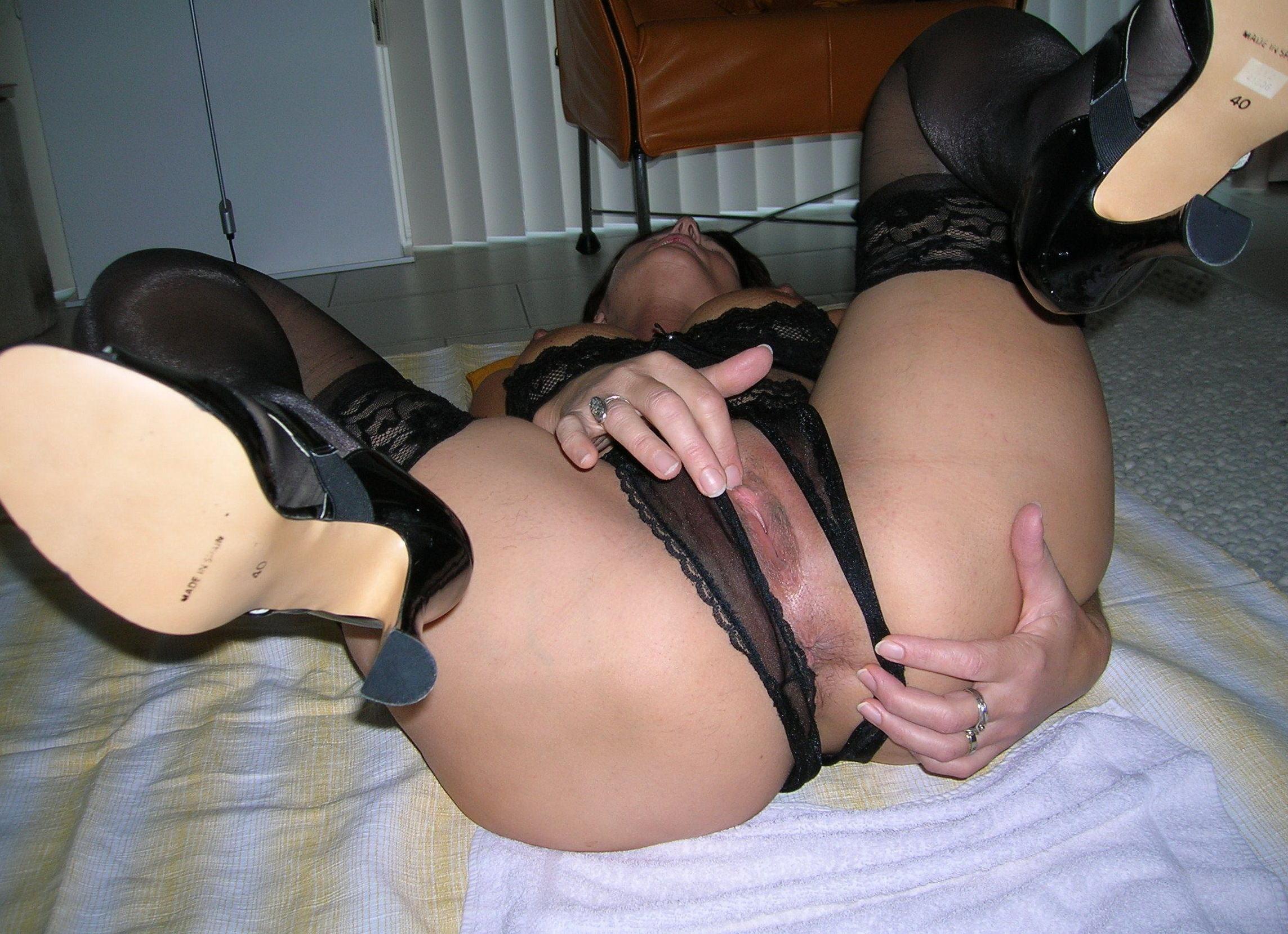 http://pbs-2.adult-empire.com/85/8570/030/pic/1.jpg