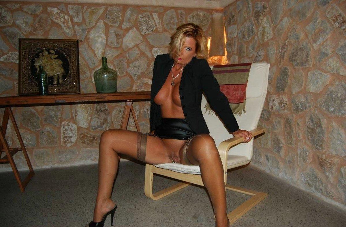 http://pbs-2.adult-empire.com/85/8570/045/pic/2.jpg