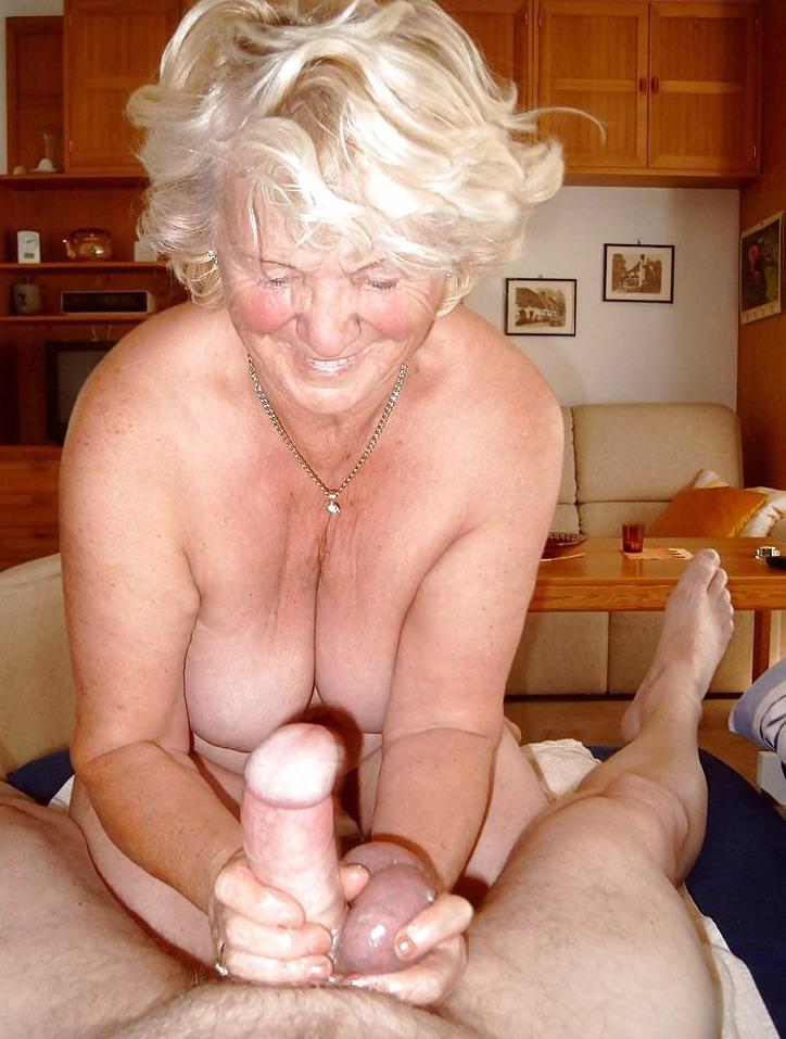 Фото голых старухи сперма