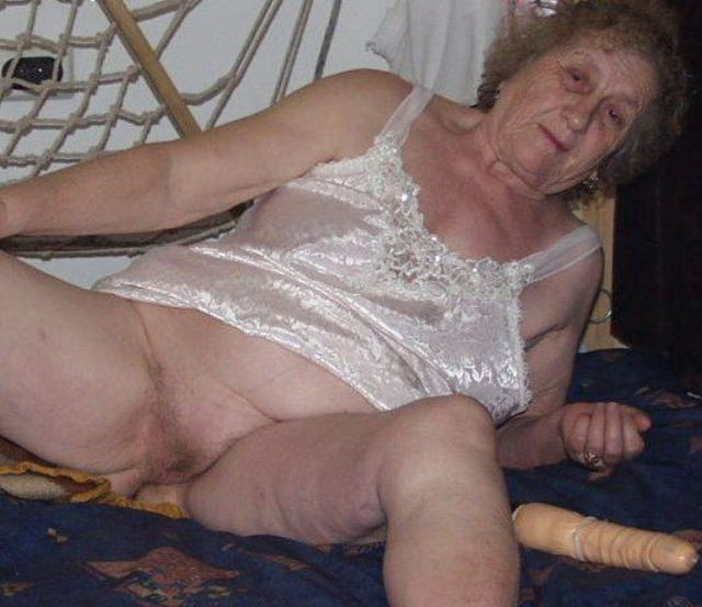 голая зрелая пожилая бабушка старушка фото