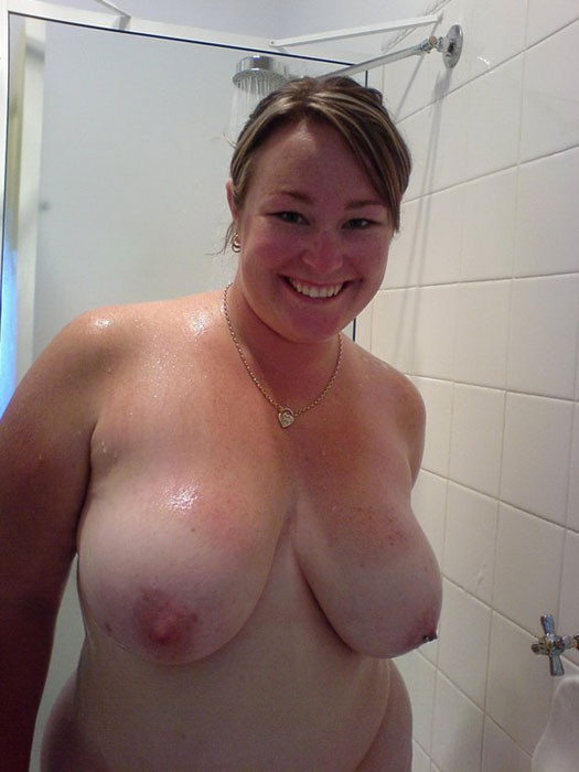 sexy chubby girlfriend naked