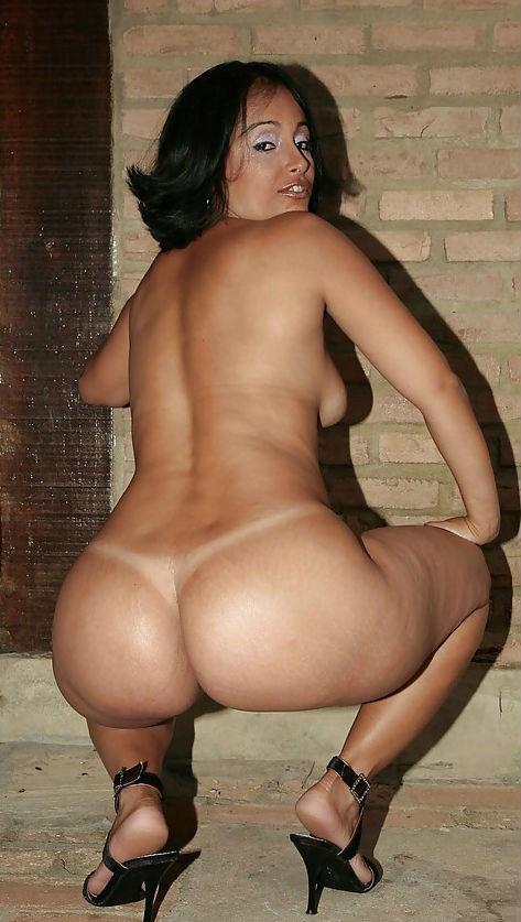 фото эртика бразильянки с большими бедрами