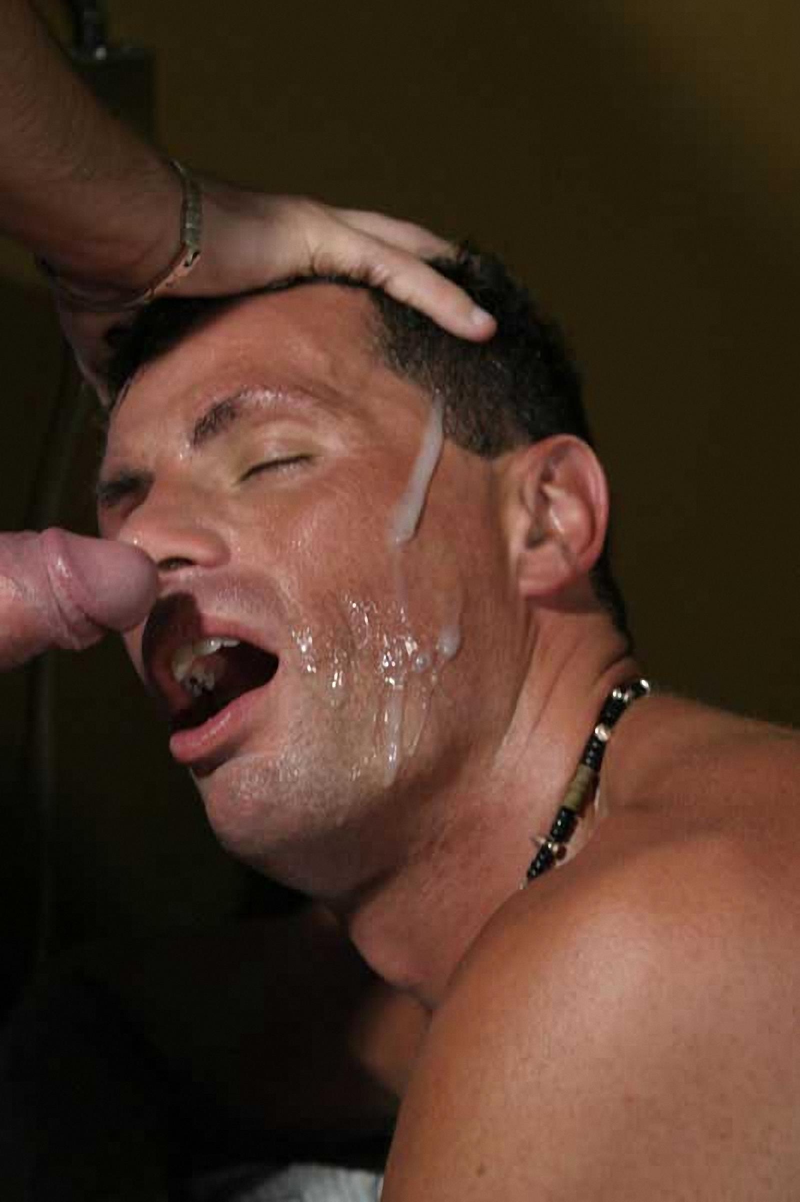 Мужчинам в рот кончают моему