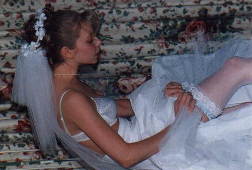 просто подглядели за невестой прочую