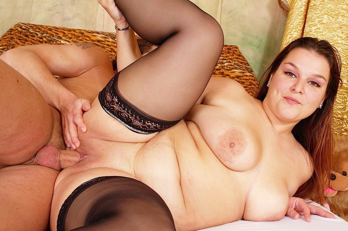 ебут пышную женщину порно
