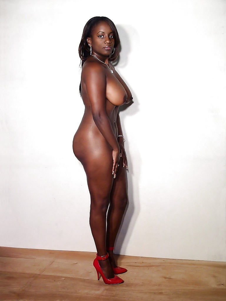 Thick nigerian girls in nude — photo 13